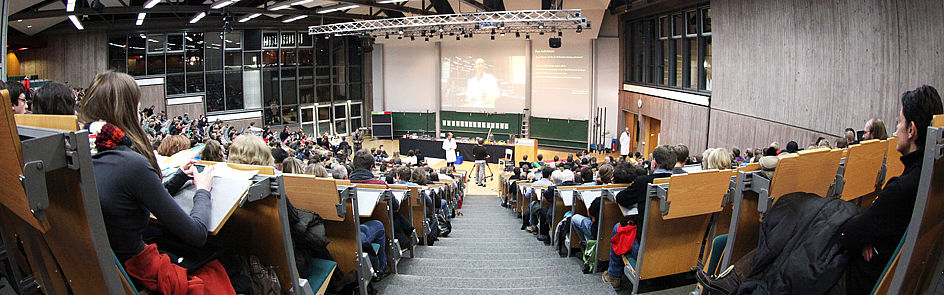 "Demonstration during a lecture in the ""Audimax"""