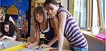 Foto (Jenny-Maria Budde): Schülerinnen im Förderunterricht im Bonifatius-Zentrum