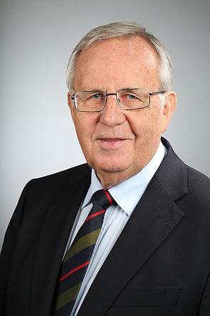 Foto (Universität Paderborn): Prof. Dr. Dr. h. c. Wolfgang Weber, ehemaliger Rektor der Universität Paderborn, ist nun auch Ehrenmitglied des Verbands der Hochschullehrer für Betriebswirtschaft.