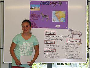"""Foto: """"Wenn Sie noch Fragen haben, können Sie mich gern fragen"""", Annika zum Abschluss ihres Vortrags über Mustangs."""