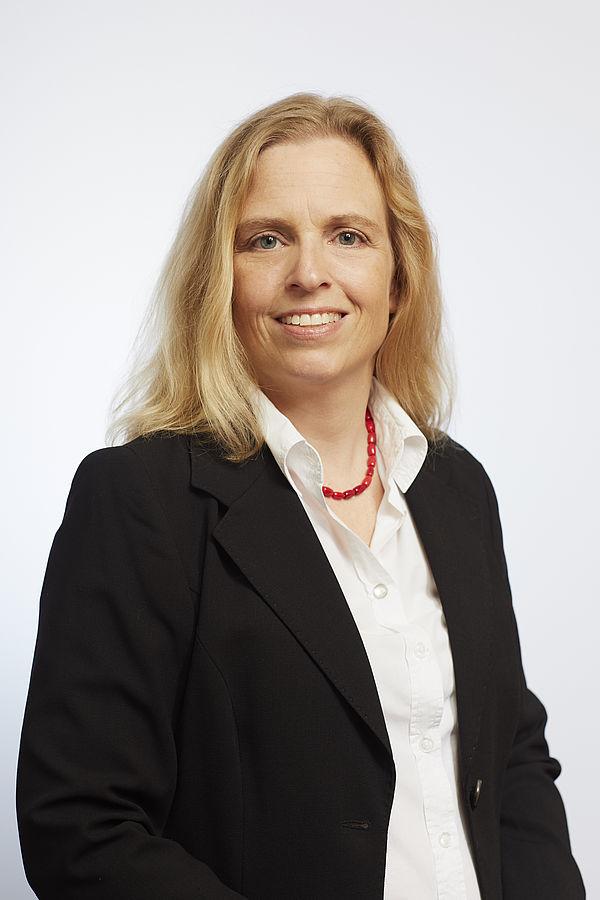 Foto (Valéry Kloubert): Dr. Annette von Alemann, Soziologin an der Universität Paderborn, nimmt als Expertin vor dem EU-Parlament Stellung zur Abschaffung der Gender Studies in Ungarn.
