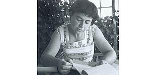 Foto (Universitätsarchiv Paderborn): Die jüdische Schriftstellerin Jenny Aloni.