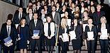 Foto (Universität Paderborn): Gruppe 1 der Absolventinnen und Absolventen am Tag der Wirtschaftswissenschaften 2012.