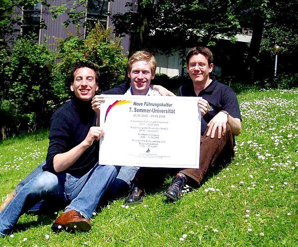 Foto: Bernd Gössling, Andreas Loddenkemper und Ingo Westermilies vom studentischen Organisations- und Presseteam des Interdisziplinären Seminars (IDS) bereiten den Multiplikatorentag vor.