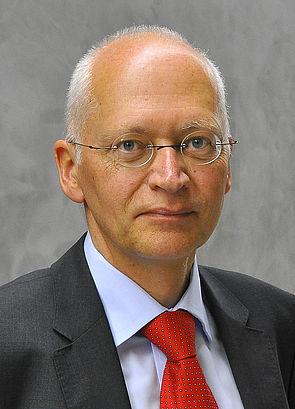 Foto (Uwe Völkner / FOX) Prof. Dr. Jürgen Brautmeier ist stellvertretender Vorsitzender des Paderborner Hochschulrats.