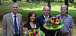 Foto: Die Weierstraß-Preisträger Eva Tebbe und Prof. Dr. Jürgen Klüners (Mitte), gemeinsam mit Martin Behnke von der Firma Atos (links) und Dekan Prof. Dr.-Ing. Joachim Böcker (rechts).