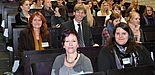 """Foto (Universität Paderborn, Mark Heinemann): Dipl.-Päd. Irmgard Pilgrim (links) Gleichstellungsbeauftragte der Universität, Dipl.-Soz.Wiss. Miriam Gwisdalla (vorne) und Hedda Holtmeier (r.) vom Projekt """"Frauen gestalten die Informationsgesellschaft"""