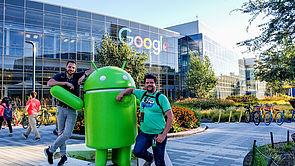 Foto (Universität Paderborn): (v. l.) Jahn Heymann und Oliver Walter in der Firmenzentrale von Google in Mountain View.