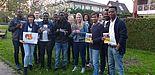 Foto (Matthias Schmitt): Studierende der Universität Paderborn aus vielen Nationen, links Studierendenpfarrerin Heidrun Greine.
