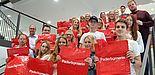 Foto (Universität Paderborn): Studierende der Uni Paderborn haben gemeinsam mit City Manager Uwe Seibel (links, 2. Reihe von vorne) den Status von Paderborn als Einkaufsstadt untersucht.