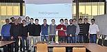 Foto (Universität Paderborn, Isabel Stroschein): Die Projektgruppe des Gymnasiums Theodorianum und Projektbetreuer Jonas Neugebauer (ganz rechts).