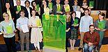 Foto (DAAD): Gemeinsam mit Vertretern von neun anderen Hochschulen nimmt Sabine Adelio (rechts) vom International Office der Universität Paderborn den Preis bei einer Festveranstaltung in Berlin entgegen.