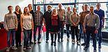 Foto (Universität Paderborn): Ehemalige Auszubildende besuchen das Paderborn Center for Parallel Computing.