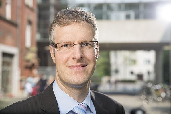 Foto (Universität Paderborn): Prof. Dr. Daniel Beverungen ist seit April Professor im Department Wirtschaftsinformatik an der Fakultät für Wirtschaftswissenschaften der Universität Paderborn.