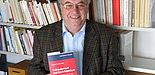 Foto (Christiane Bernert): Sechs Jahre Arbeit, davon zweieinhalb gefördert von der Deutschen Forschungsgemeinschaft (DFG), stecken hinter den knapp 450 Seiten. Und etwa 35 Jahre Lehr- und Forschungstätigkeit von Prof. Dr. Hubert Frankemölle, der 25 Jah