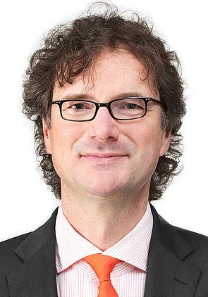 Foto (Universität Paderborn, Adelheid Rutenburges): Prof. Dr. Rüdiger Kabst.
