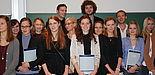 Foto (Universität Paderborn, Maren Büttgen): Glückliche Absolventinnen und Absolventen der Ersten Staatsprüfung.