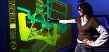 Studierende der Fakultät für Maschinenbau der Universität Paderborn lernen die neuesten Design-Werkzeuge kennen. Hier zu sehen: Virtual Reality