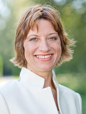 Foto (Universität Paderborn): Hat die größte Fachkonferenz zur Mechatronik nach Paderborn geholt: Prof. Dr.-Ing. Iris Gräßler vom Heinz Nixdorf Institut der Universität Paderborn.