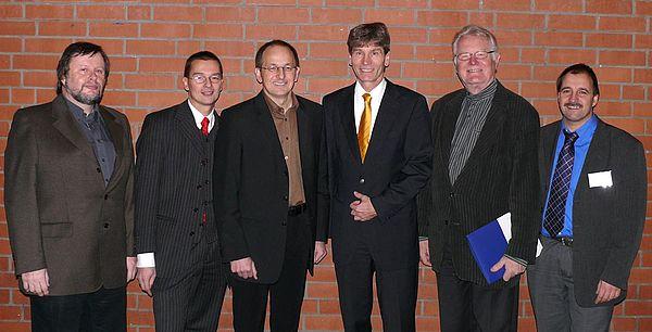 Foto: (v. li.) Prof. Dr. Peter F. E. Sloane (Mitglied bei cevet), Prof. Dr. Marc Beutner (einer der drei Hauptredner der Tagung), Prof. Dr. Niclas Schaper (Mitglied bei cevet und PLAZ-Projektgruppe Kompetenzentwicklung und -messung), Prof. Dr. Nikolaus Ri