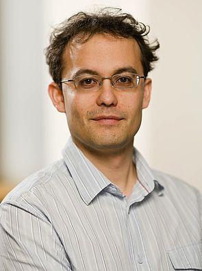 Foto (Universität Paderborn): Prof. Dr. Thomas D. Kühne, Universität Paderborn.