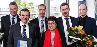 Foto (Universität Paderborn, Johannes Pauly): Preisverleihung ZukunftErfindenNRW (v. l.): Prof. Dr.-Ing. Elmar Moritzer, Prof. Dr. Thomas Tröster, Alfred Schillert, Prof. Dr. Birgit Riegraf, Simon Pöhler und Mattias Körner.