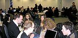 Foto (Julius Kolossa): Mit Rat und Tat stehen die studentischen Hilfskräfte ihren Kommilitonen im Notebook-Café zur Seite.