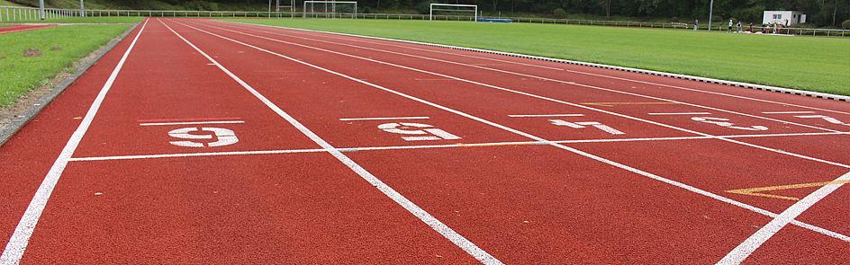 Laufbahn und Rasensportplatz