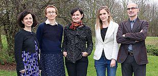 Foto (Universität Paderborn): Die Projektgruppe: v. l. n. r. Dr. Iris Nomikou, Prof. Dr. Katharina Rohlfing, Prof. Dr. Joanna Rączaszek-Leonardi, Alicja Radkowska und Giuseppe Leonardi.