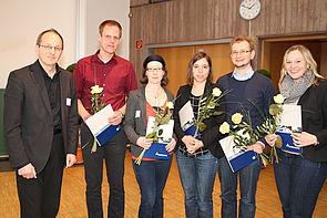 Foto (Universität Paderborn, Nina Reckendorf): Prof. Dr. Niclas Schaper (links) überreichte die Zertifikate für professionelle Lehrkompetenz an Daniel Pickert, Ilka Dönhoff, Carla Bohndick, Dr. Frederic Hilkenmeier und Elena Bender.