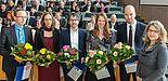 Foto (Universität Paderborn, Johannes Pauly): Preis des Präsidiums für ausgezeichnete Dissertationen (v. l.): Prof. Dr. Hehenkamp (nimmt den Preis für Dr. Eugen Dimant entgegen), Dr. Maja Schepelmann, Dr.-Ing. Fabian Bause, Dr. Sandra Lang, Dr.-Ing. S