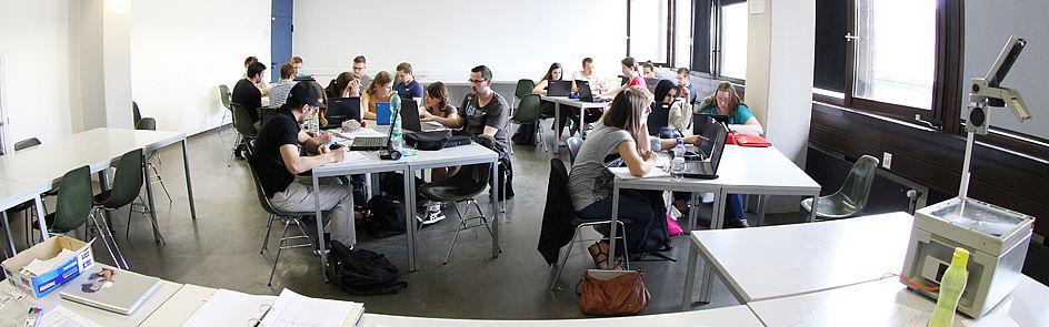 Neben den Vorlesungen gehört das Seminar zum Alltag der Studierenden.