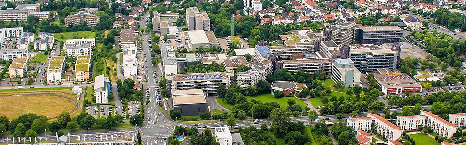 Der Campus erstreckt sich entlang des Paderborner Südrings.