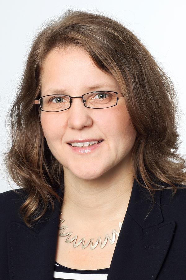 Foto (Universität Paderborn): Prof. Dr. Christine Silberhorn, Vizepräsidentin für Forschung und wissenschaftlichen Nachwuchs an der Universität Paderborn.