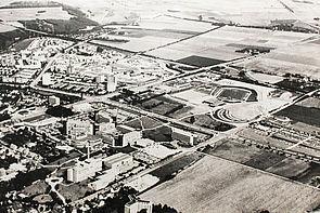 Foto (Universität Paderborn): Luftaufnahme des Campus aus den frühen 1980er Jahren.