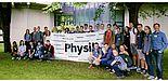 Foto (Universität Paderborn, Department Physik): Die Teilnehmerinnen und Teilnehmer des dritten SommerCamps Physik 2017 an der Universität Paderborn.