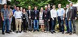 Foto (Universität Paderborn, Marcel Gebbe): Studierende und Mitarbeiter der Arntz Optibelt Gruppe.