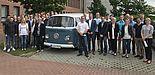 Foto (Universität Paderborn): Winfo-Exkursion 2017 nach Hannover: Studierende und Professoren des Departments Wirtschaftsinformatik bei VW Nutzfahrzeuge.