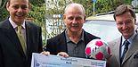 Foto: Neu Isenburg 18.09.2006 Spendenübergabe KarstadtQuelle Bank / Stiftung Jugendfußball