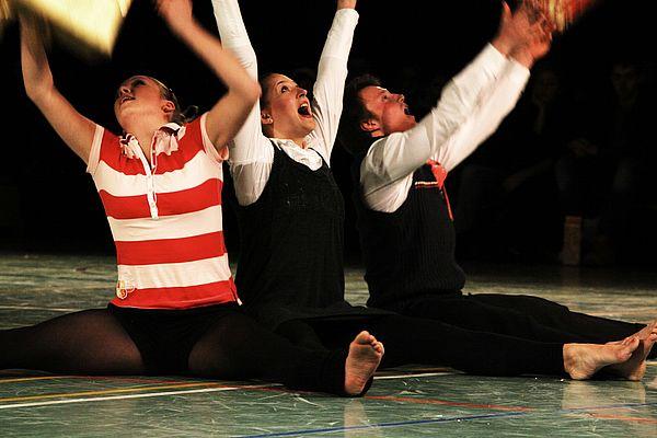 """Foto (Universität Paderborn, Adelheid Rutenburges): """"Studance"""" – Studierende des Faches Sport der Universität Paderborn präsentieren die besten Semesterarbeiten aus dem Bereich Tanz."""