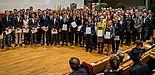 Foto (Stiftung Studienfonds OWL): Stipendiatinnen und Stipendiaten der Universität Paderborn mit ihren Förderern.