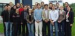 Bildunterschrift: Die Teilnehmer der Szenarioübung: 20 Studenten der Wirtschaftswissenschaften der Universität Paderborn, Almut Brünger und Christian Junker von der UNITY AG.