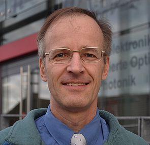 Foto: Prof. Dr.-Ing. Reinhold Noé, Fakultät für Elektrotechnik, Informatik und Mathematik