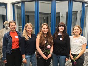 Foto (Universität Paderborn): Lisa-Marie Strehle, Lara Warlich, Christine Adammek, Anda-Lisa Harmening und Nerea Vöing (v. l.) organisierten die Tagung.