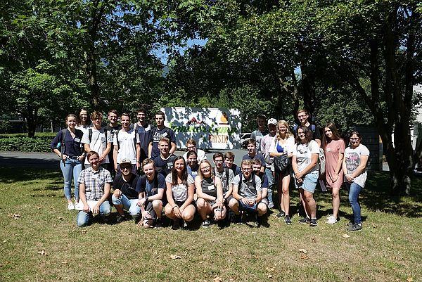 Foto (Universität Paderborn, Department Physik): Die Teilnehmenden des vierten SommerCamps Physik 2018 an der Uni Paderborn.