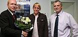 Foto (Heiko Appelbaum): Bei ihrem Besuch an der Uni traf Claudia Tonn auch Norbert Blome (TK-Studentenfachberater, re.) und Karl-Julius Sänger (TK-Vertriebsleiter).