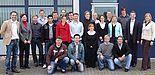 Foto: Die Teilnehmer der Szenarioübung: 20 Studenten der Wirtschaftswissenschaften der Universität Paderborn, Dr. Ralf Ohlendorf von der Fakultät für Wirtschaftswissenschaften, Almut Brünger und Dr. Dominik Freund von der UNITY AG