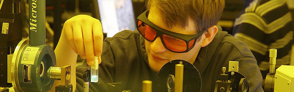 Physikerinnen und Physiker der Optoelektronik sind den Photonen auf der Spur.