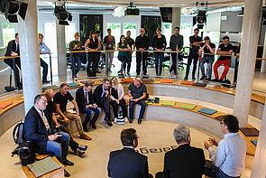 """Foto (Universität Paderborn, Johannes Pauly): In der """"Arena"""" der garage33."""