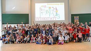 Foto (PLAZ): Glücklich über die gelungene Abschlussshow, aber nicht wunschlos, denn schon jetzt wissen einige von ihnen: Nächstes Mal wollen sie wieder dabei sein.